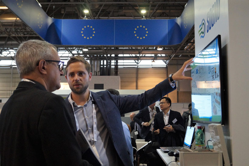Christoph Gieseke from B.A.U.M. Consult explaining SOGNO to a visitor of European Utility Week